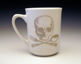 skull and cross utensils classic MUG in Ghostie Grey