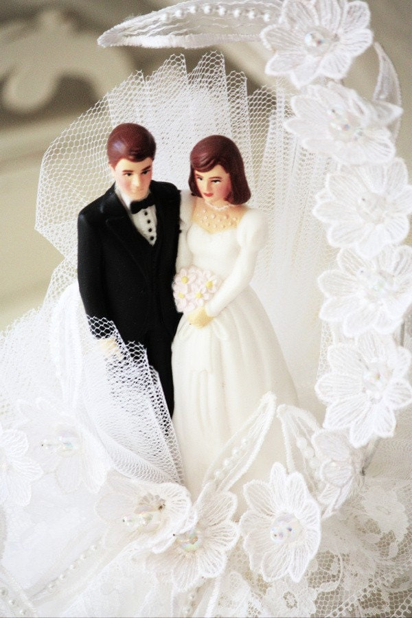 brunette wedding cake toppers the happy vintage and groom cake 12201