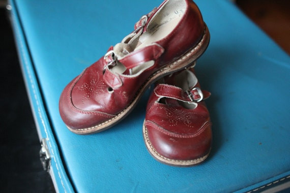 VINTAGE Red Buckle Shoes - Leather Mary Jane Retro Kids Size 9 1/2 - Valentines Day Gift