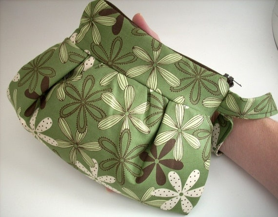 Retro Pleated Wristlet Pouch---Olive Harmony