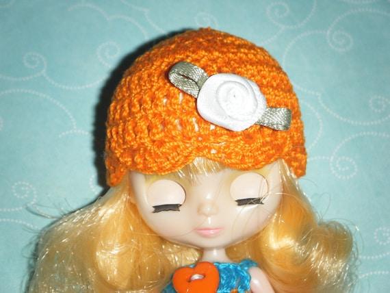 little rose hat for petite blythe. ORANGE