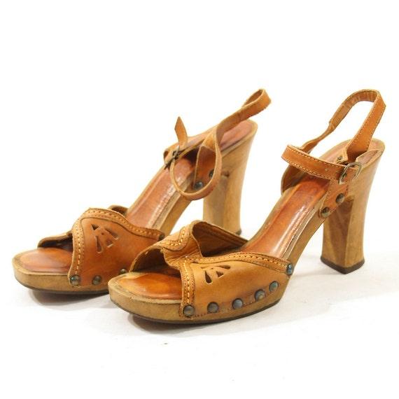 70s Wooden Platform Sandals / sz 6.5