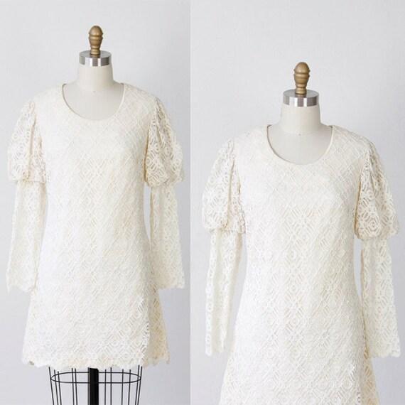1960's Cream Lace Shift Dress Princess sleeves