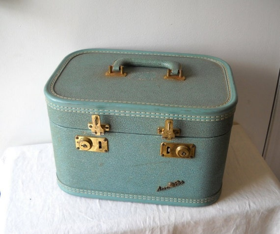Vintage Aero Pak  Train CAse Luggage Suitcase Travel Blue Yellow Silk Lined