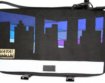 Scenic Cityscape Medi Messenger Bag