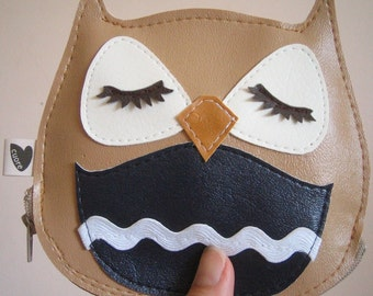 Stewart the Owl Cute Vintage Inspired Tan Vinyl Coin Zipper Purse