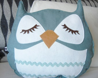 Mosby the Owl Vintage Inspired Wool Olive Felt Applique Decorative Doll Pillow