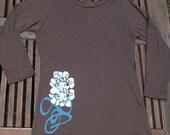 Silkscreened 3\/4 sleeve shirt Deco Flower on Brown