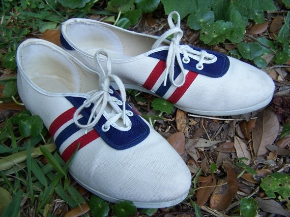 Vintage Bowling Shoes / Red White and Blue Bowling Shoes / Vintage Ladies Bowling shoes