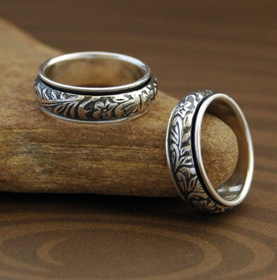 Floral Spinner Ring in Sterling Silver. FREE SHIPPING in the U.S.