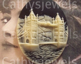 Tower Bridge of London Cameo 40x30