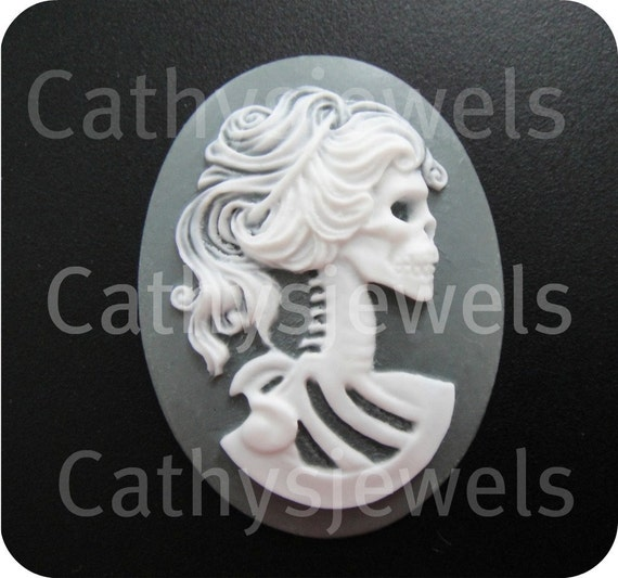 Unset Cameo Lolita  Day Of The Dead  Goddess White On Gray 40x30