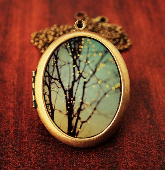 Art Locket - Sparkle and Dance - Oval Grande Edition - Lights on winter trees
