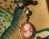 Classic profile dangling cameo pin\/brooch- vintage look