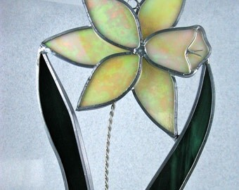 Daffodil Stained Glass Suncatcher, Flower Suncatcher, Easter Suncatcher, Yellow Flower Suncatche, Stained Glass Garden Art