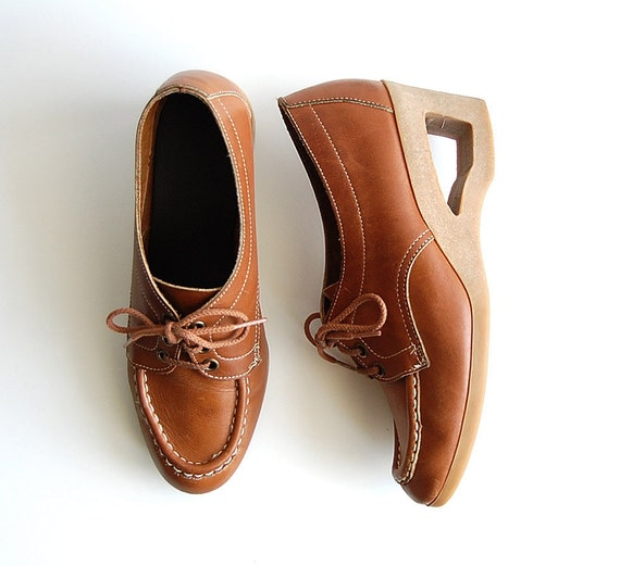 reserved . Leather Loafers . vintage Wedge Shoes . rare Yo Yo's . Lace Up . Heels sz 8.5 M