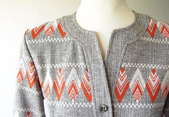 1970s Dress . vintage Knit Tunic Dress . Belted . Graphic Chevon Knit . Orange . Grey . White