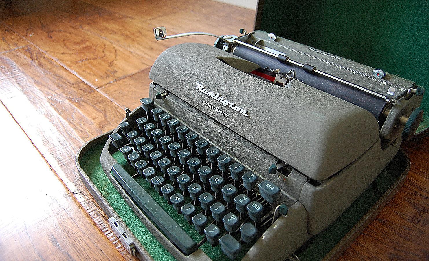 Nostalgic 50s vintage Remington Quiet-Riter Manual Typewriter