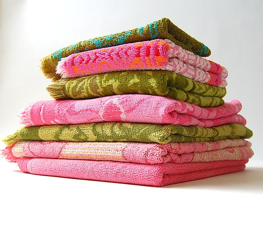 Reproduction Vintage Bath Towels: Lot Of 7 Vintage Towels . Cotton Terry Cloth . Textured . Bath