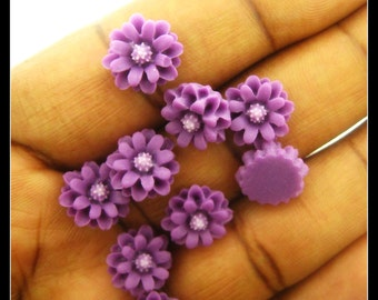 10 12mm Purple with white center Resin Chrysanthemum  Flower Cabochons