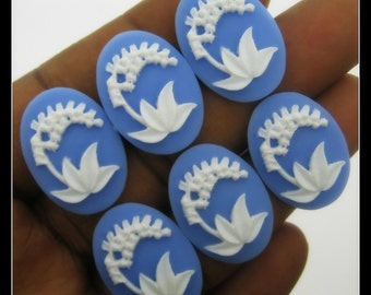 New-Set of 6 25x18mm White on Baby Blue Lily of the Valley Cameos-CMA3