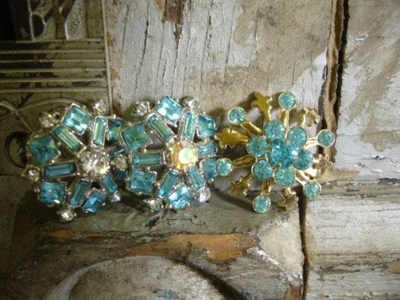 8 pieCe vinTaGe aQua jewElry parTs and PieCes...aqua rhineStones brooch and finDings