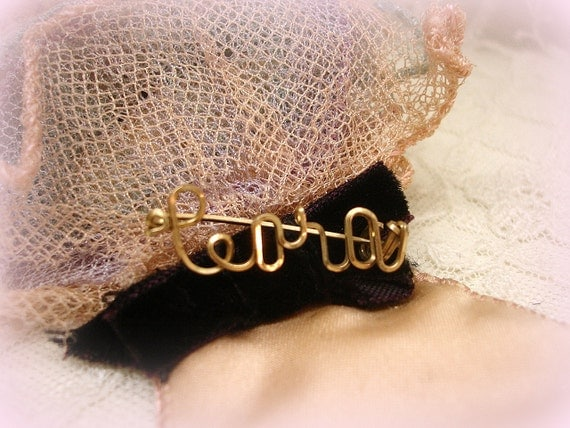 cora . sweet vintage gold.filled wire name pin