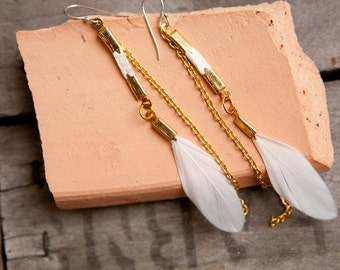 Dreams come true - white feather and white leather earring with gold colored chain