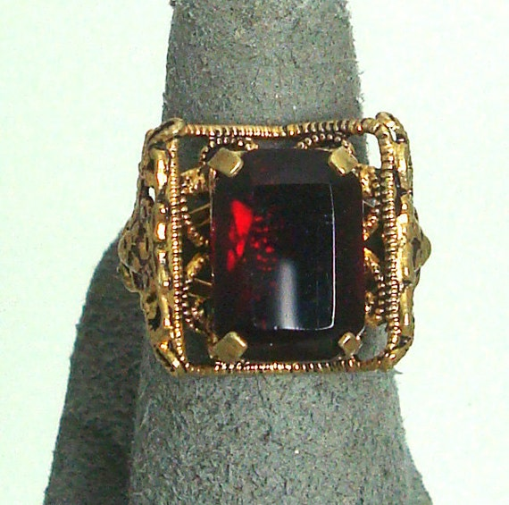 Vintage Deep Red Filigree Ring Costume Jewelry