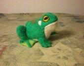 Green Frog Needlefelt sculpture