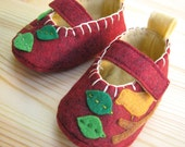 Honey Bird - Cranberry Baby Booties