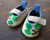 ON SALE Leafy Baby Booties size 3-6m