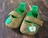 Granny Smith Baby Booties