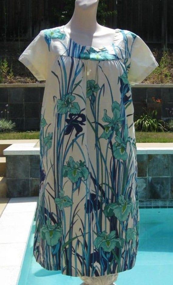 Vintage 70s Ui Maikai Iris Print Hawaiian Mumu Dress B41