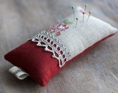 Linen lace pincushion. Roses