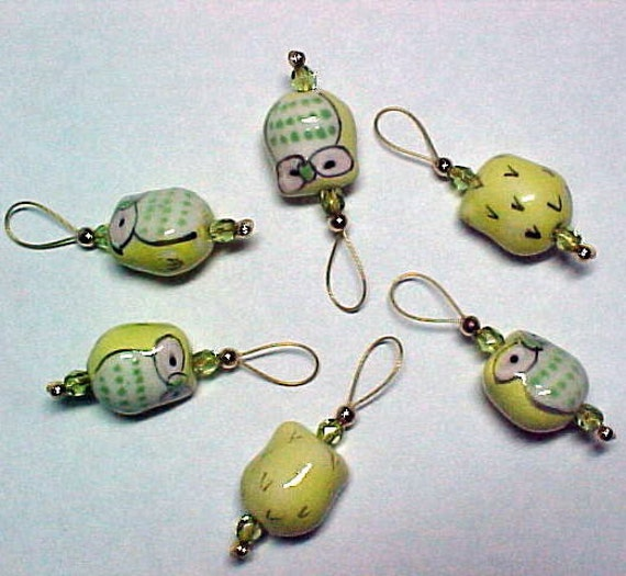 Owl Stitch Markers - Yellow and Green Ceramic Beads On Gold Wire Including Storage Tin - Set of 6 -  US 10 - Item No. 708