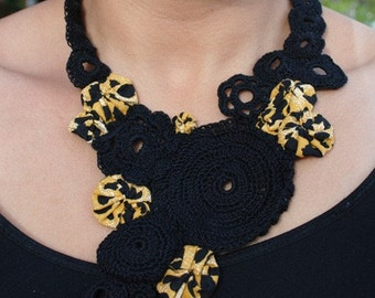 Large Sized Peeking Cheetah Crochet Necklace