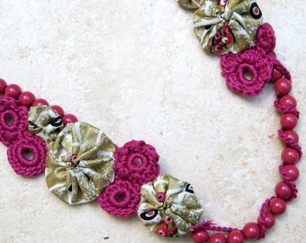 Flower your Darling in Pink and Gold Yoyo and Crochet Beaded Necklace
