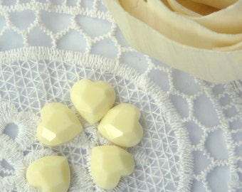 CA-FL-02004 - Faceted heart-shape flatback bead, off white, 6 pcs