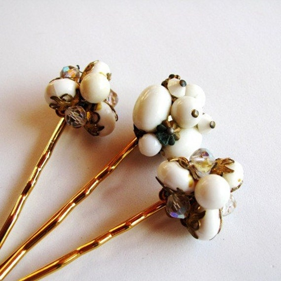 Nostalgic Wedding No.25 - Baroque White Glass and Gold Beaded Vintage Bobby Pin Set