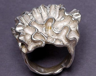 Carved Ring-Ruffle