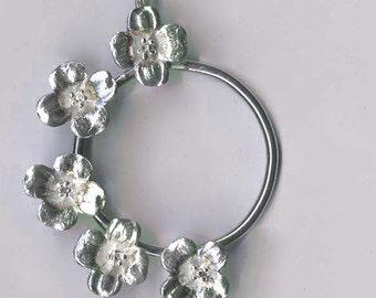 Dogwood loop pendant- small