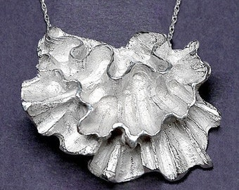 Carved Ruffle pendant-Silver