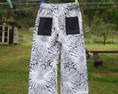 summer pants - size 3 black daisies
