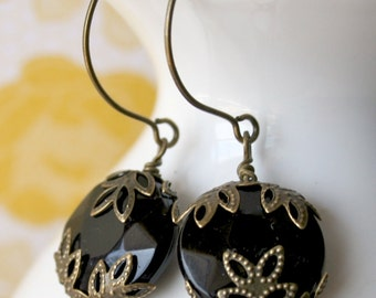 Hera's Vintage Earrings in Black