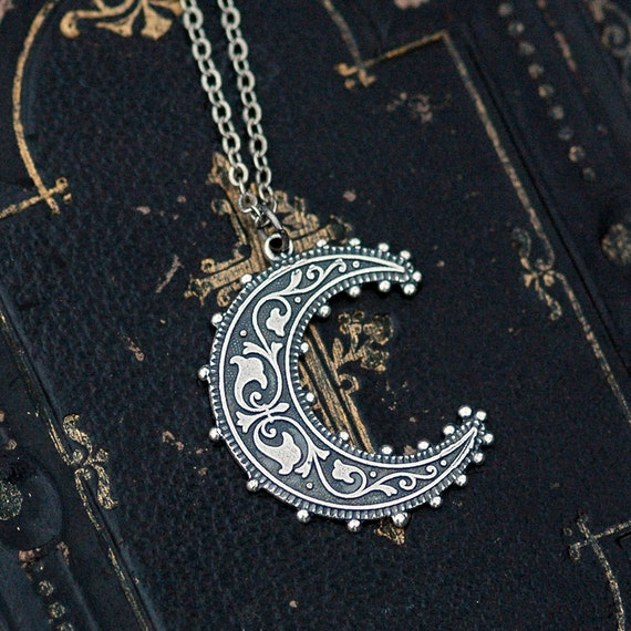 Crescent Moon Necklace - Silver