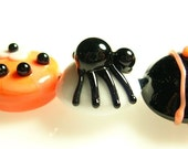 Spooktacular spiders glass beads by Marianna