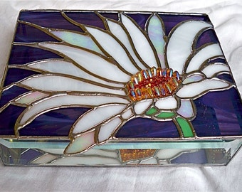 Stained Glass Jewelry Box   WHITE DAISY