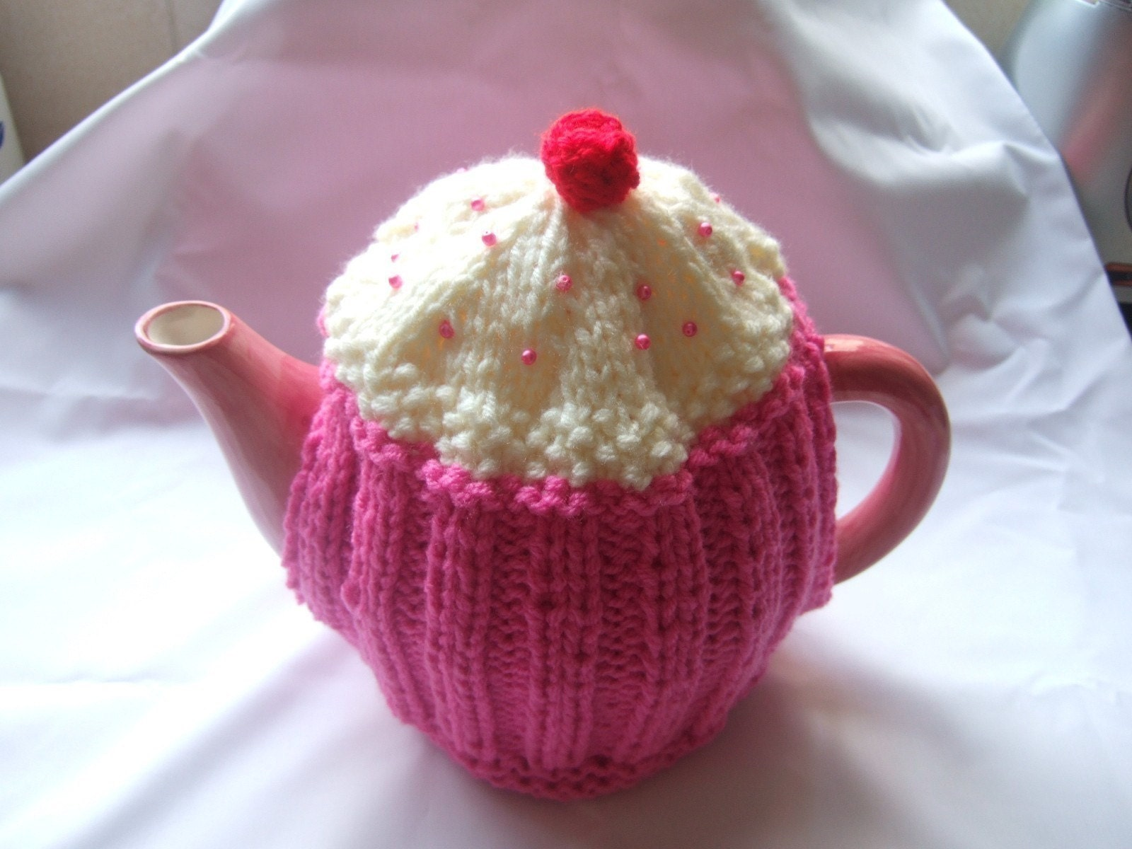 Free Knitted Tea Cosies Patterns : CUPCAKE TEA COSY KNITTING PATTERN