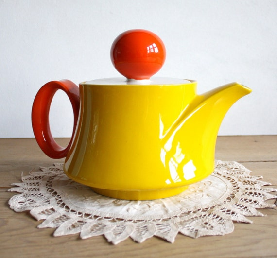 Mid Century Modern Mancioli Italian Pottery Teapot \/ Coffee Serving Carafe